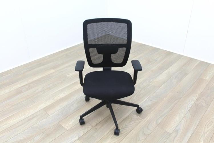 Black Mesh Back Black Fabric Seat Operator Chair