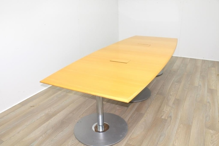 Golden Maple Veneer Barrel Shape Meeting Table