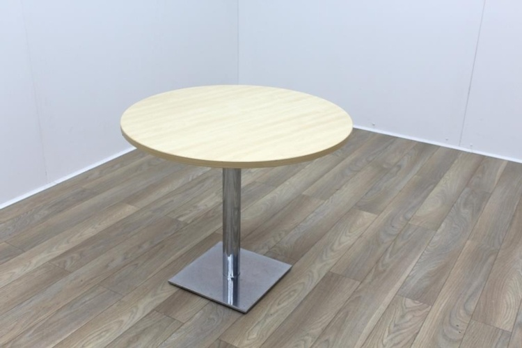 Maple Round Table 900mm
