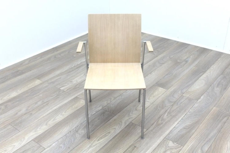 Brunner Oak Meeting Chair with Armpads