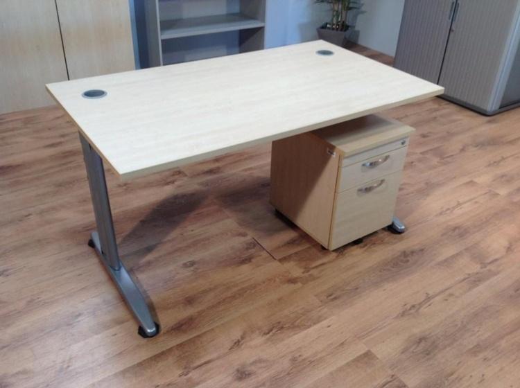 Maple 1400mm Straight Cantilever Office Desks w/ Pedestals