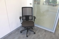 Black Operator Chair With Fabric Seat and Mesh Back - Thumb 2