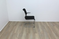Black meeting chairs with mesh back and mesh seat finish with chrome base - Thumb 4