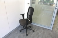 Black Operator Chair With Fabric Seat and Mesh Back - Thumb 5