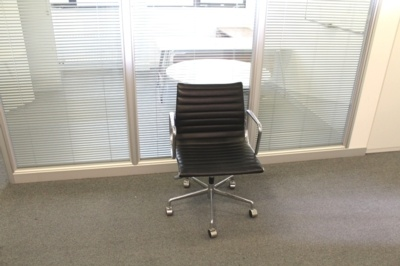 Black Leather Ribbed Office Chair