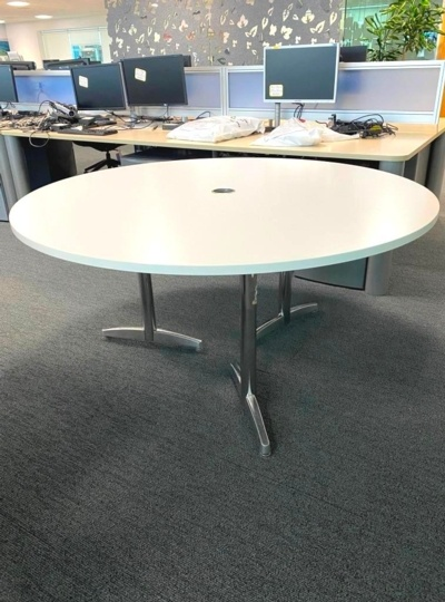 Round White Meeting Table