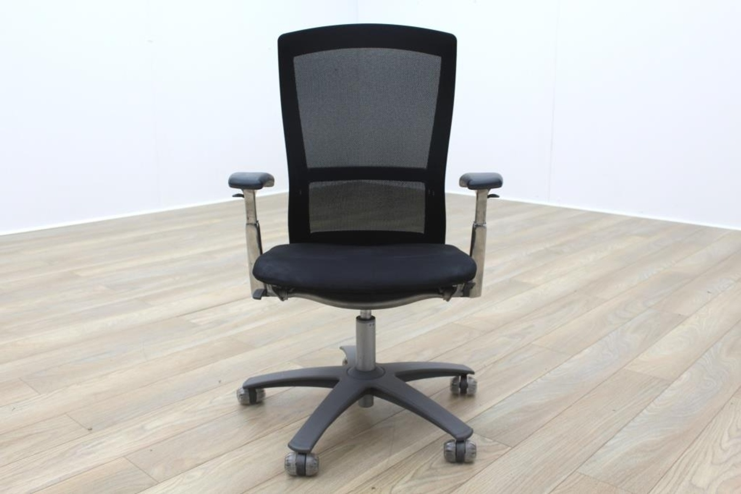 Knoll life black mesh fabric multifunction office task chair - Knoll inc chairs ...