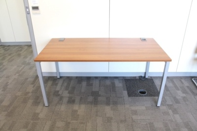 Walnut 1600mm Straight Office Desks