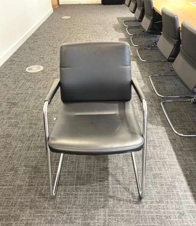 Intersthul Black Leather Meeting Chairs
